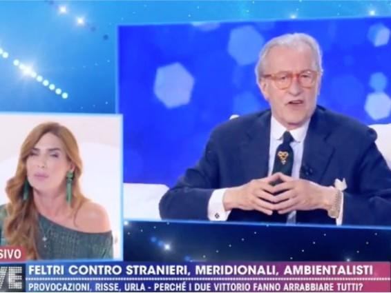"""""""Un pollaio pieno di cretine"""": gli insulti di Feltri dopo 'Non è la D'Urso', Maya: """"Uno schifo"""""""