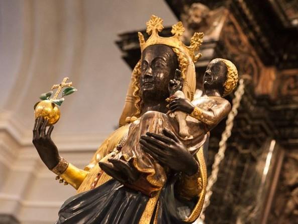 """""""Contro il Coronavirus, anche senza la Messa, Maria ci dona la forza per sperare e pregare"""""""