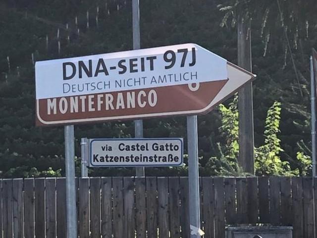 Alto Adige, la provocazione degli Schützen: scritte in tedesco oscurate in centinaia di cartelli stradali