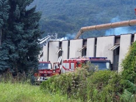 A fuoco un'azienda tessile di Bisuschio