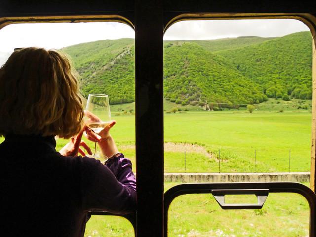 Torna il Treno del Vino, uno degli appuntamenti più attesi dai winelovers sulla Transiberiana d'Italia
