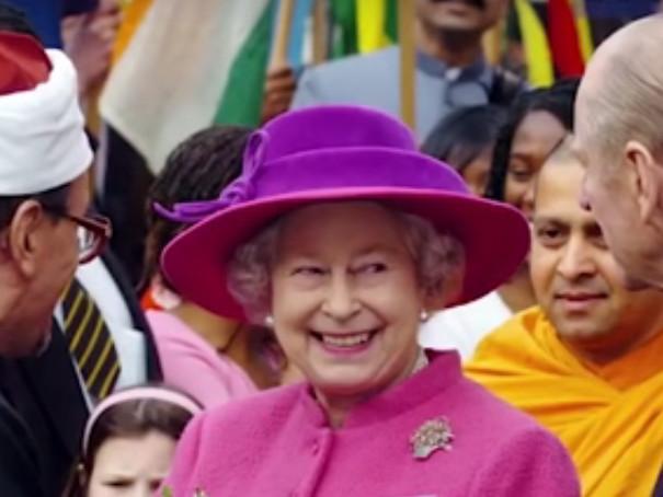 La Regina a Natale spende 30mila sterline tra regali e biglietti d'auguri