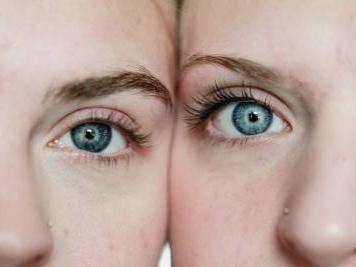 """Il patto segreto tra due gemelle. """"La sorella perduta"""" di Kate Furnivall"""