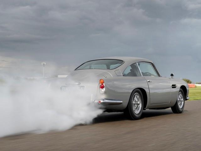 Aston Martin DB5 Goldfinger Continuation: si parte!