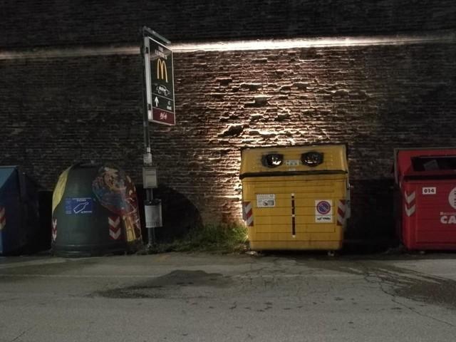 Fano: Il piromane non si ferma: a fuoco altri cassonetti tra Lido e via Cavallotti