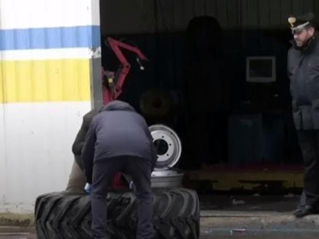 Nuova tragedia sul lavoro: esplode un copertone, muore un operaio di 18 anni