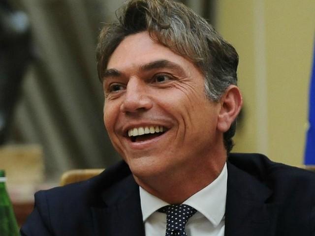 Cambiamento climatico, capo gabinetto del ministero della Famiglia: 'È colpa di Satana'. Ironia social: 'E dal Medioevo per oggi è tutto'