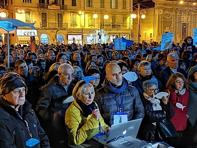 Trecento sardine per un flash mob a Sanremo