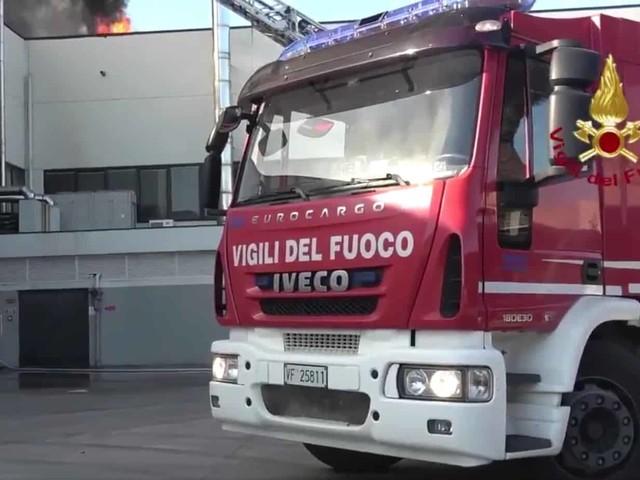 Osimo: fiamme in un stabilimento industriale. Paura tra gli operai