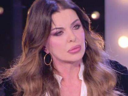 """Domenica Live, Alba Parietti e il dramma privato: """"Problemi psichici e rischio lobotomia, il male di mamma"""""""