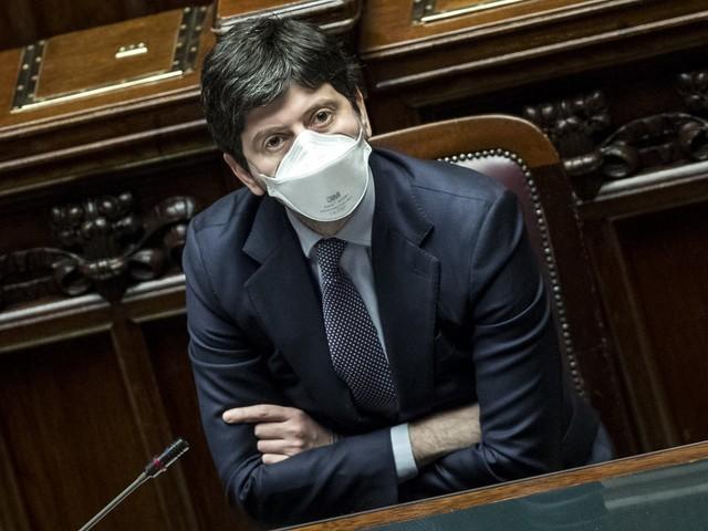 Tra Covid e crisi di governo Speranza sceglie Sanremo