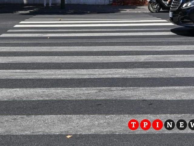 Roma, bambino di 11 anni travolto da un'auto sulle strisce: è grave
