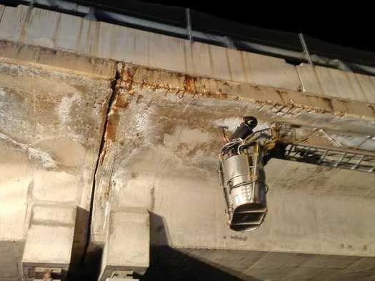 Si staccano calcinacci dal viadotto dell'A24 dopo la scossa di terremoto, nessun ferito