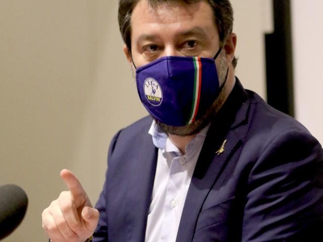 Governatori in ordine sparso sulle misure. Salvini striglia i suoi sulle chiusure totali