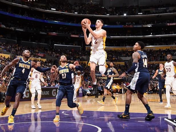 Seconda tripla doppia per Lonzo Ball, Curry fa 39