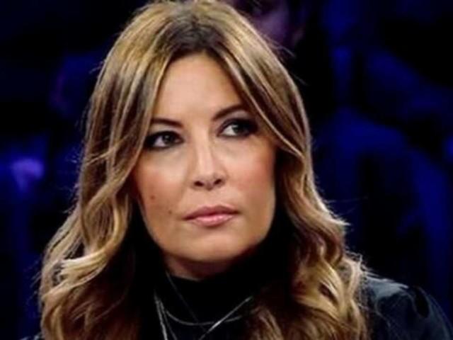 """Selvaggia Lucarelli, denuncia sui social: """"Ecco cosa fa questa bambina"""""""