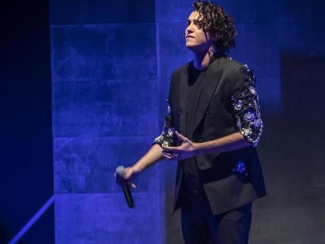 'X Factor', Michele Bravi torna a cantare in pubblico dopo l'incidente: le sue parole durante il concerto