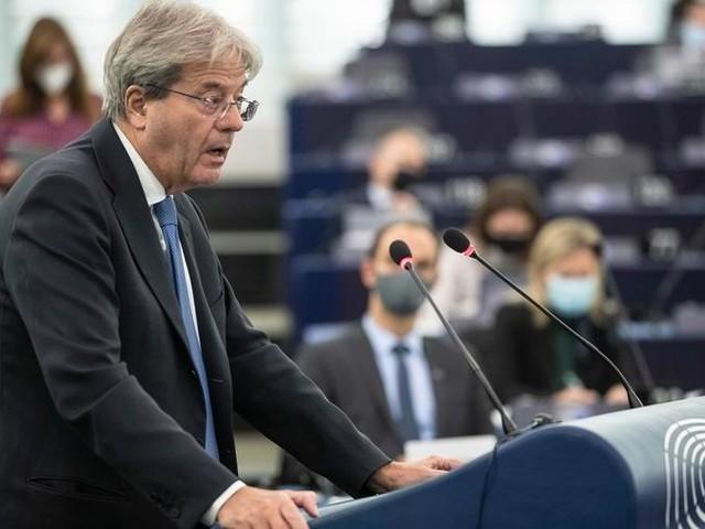 """Ue, Gentiloni: """"Economia europea in ripresa, ora si punti a sostenere la crescita"""". E sulla transizione: """"650 miliardi di investimenti per green e digitale"""""""