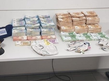 Donna fermata in aeroporto con 790 mila euro in contanti nascosti nella valigia
