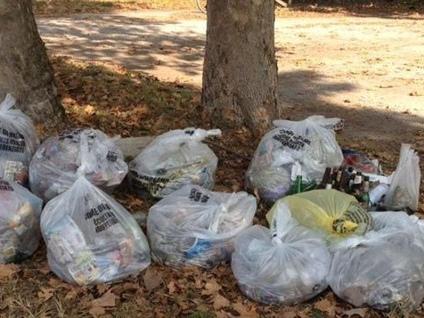Trenta volontari in Malpensata Raccolti oltre dieci sacchi di rifiuti