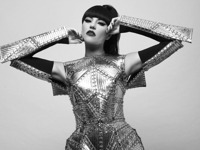 Nuovo singolo e video per l'artista pop dance Tara McDonald: fuori 'Taxxxi'