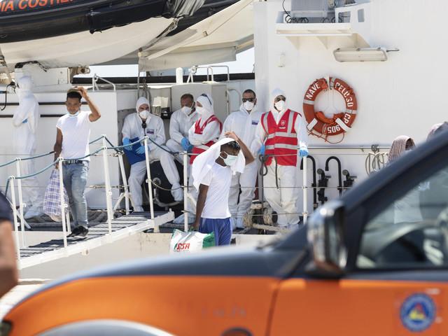 Lampedusa, sbarcati 433 migranti in poche ore