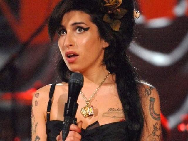 """Amy Winehouse, in arrivo un concerto inedito assieme ad un documentario su """"Back to black"""""""