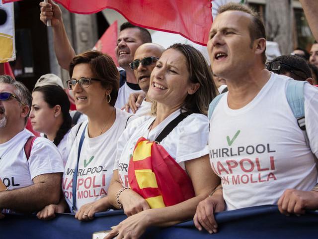 Whirlpool, a Napoli scatta la protesta dei lavoratori