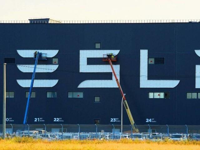 """Tesla sceglie Berlino per la Gigafactory Europea e Model 3 vince il """"Volante d'Oro"""""""