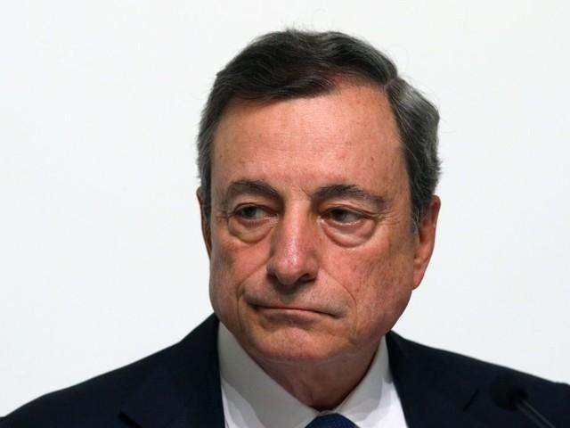 Draghi ipotizza il taglio dei tassi e Trump non la prende bene