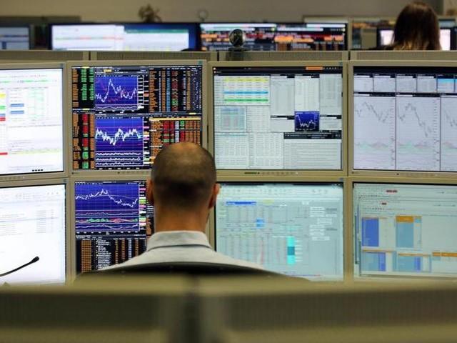 Borsa su con Unicredit e Mediobanca