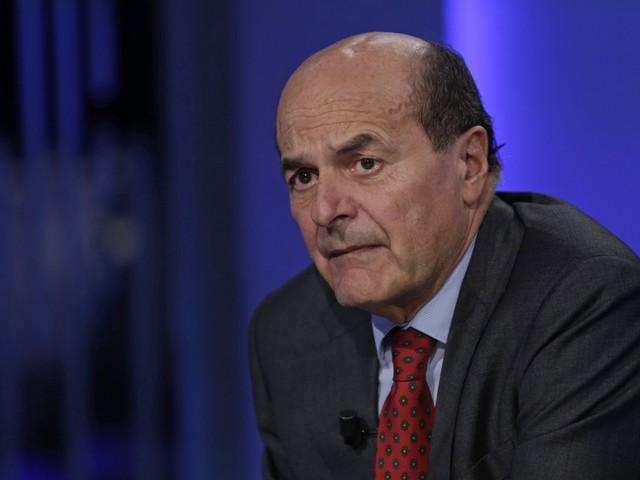 """""""Il governo? Nessuna pax"""" E Bersani vuole rifondare la sinistra con Pd e 5S"""