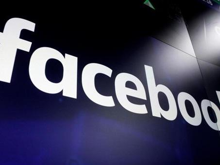 Bloomberg, Facebook ha pagato società esterne per trascrivere contenuti chat audio