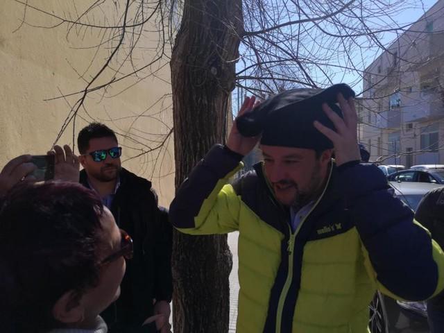 Nessuno ha denunciato i due ragazzi sardi che hanno fatto i video-selfie di protesta con Salvini