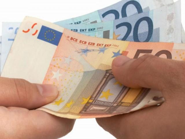 Contanti: dalla spesa al mini market all'idraulico, in Manovra bonus pagamento con card