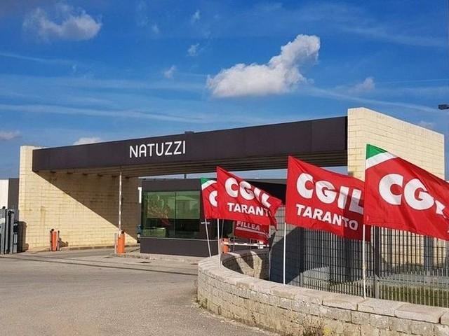 Natuzzi reintegra e poi licenzia: è sciopero