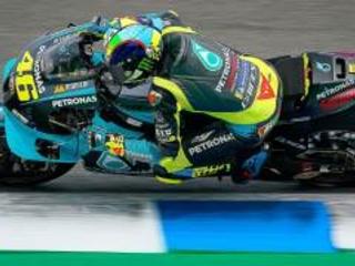 """MotoGP, Rossi torna a sorridere: """"La moto è più veloce"""""""