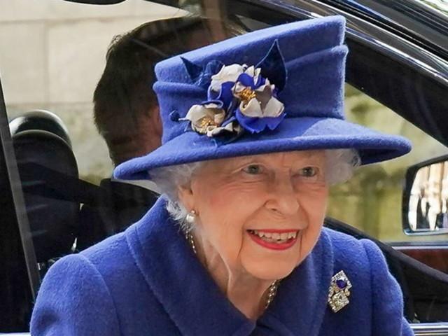 """""""Vecchio è solo chi si sente tale"""" e la regina Elisabetta rifiuta un premio per gli anziani più illustri"""