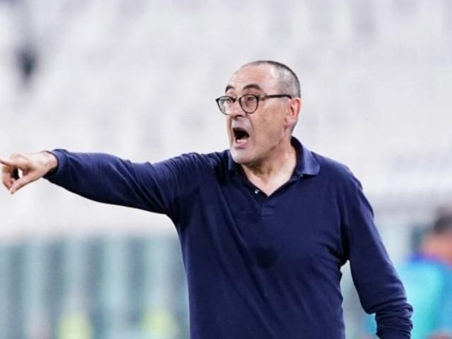 Sarri nuovo allenatore della Lazio. Ufficializzato con l'emoji di una sigaretta