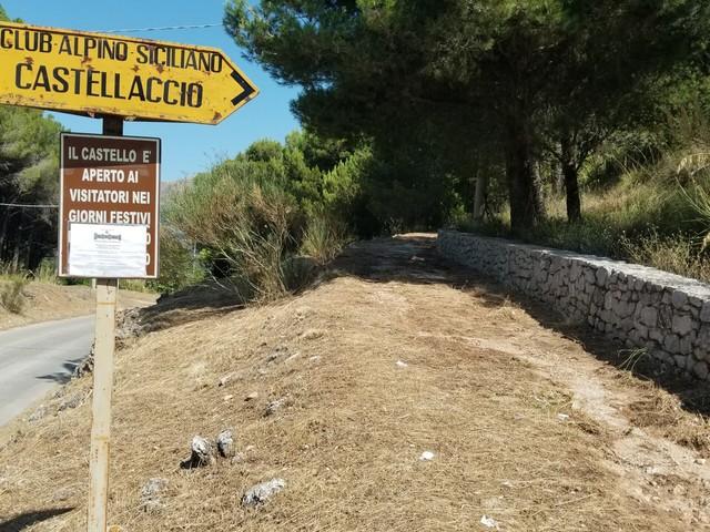 """Castellaccio, puliti i sentieri: """"Adesso Monreale elimini la discarica abusiva vicino il punto di partenza"""""""