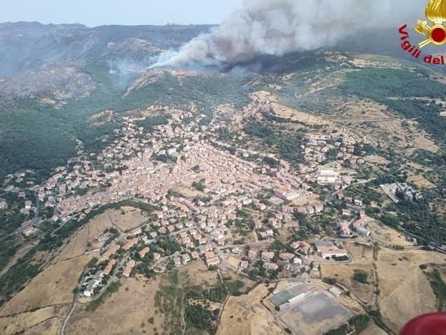 È stato fermato il fronte di fuoco che ha devastato l'Oristanese