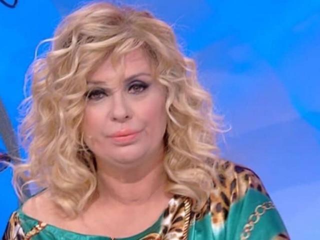 Tina Cipollari, dopo qualche stravizio estivo, è stata messa a dieta da Maria