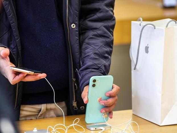 Apple, da oggi in vendita i nuovi iPhone 11 ed il Wathc serie 5