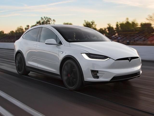 Tesla vuole vendere le scorte delle Model S e X entro gennaio: restyling in arrivo?
