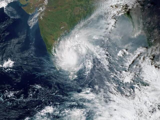 INDIA - Tempeste di VENTO e INONDAZIONI a Chennai per l'arrivo del ciclone Nivar