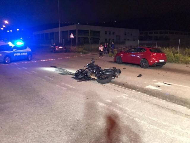 Scontro mortale a Nuoro, il motociclista di Sassari era in gita con gli amici