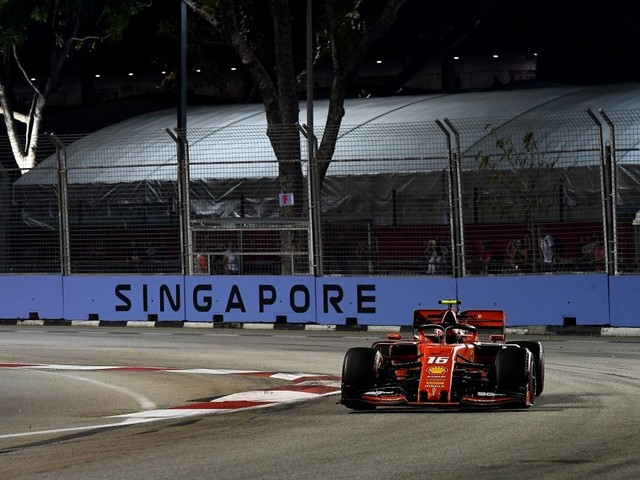 F.1, GP Singapore - Pole position per Charles Leclerc