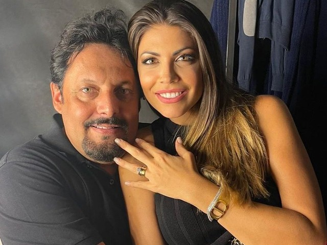 Enrico Brignano si sposa: la sua proposta è spettacolare