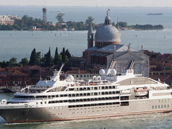 Venezia, le grandi navi da crociera andranno a Marghera