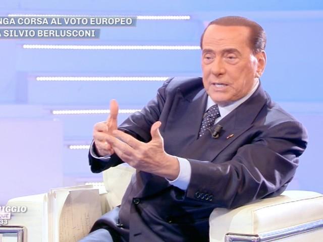 """Silvio Berlusconi: """"Italiani siete fuori di testa!"""" - VIDEO"""